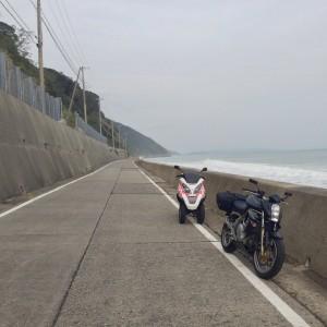 県道76号とバイク